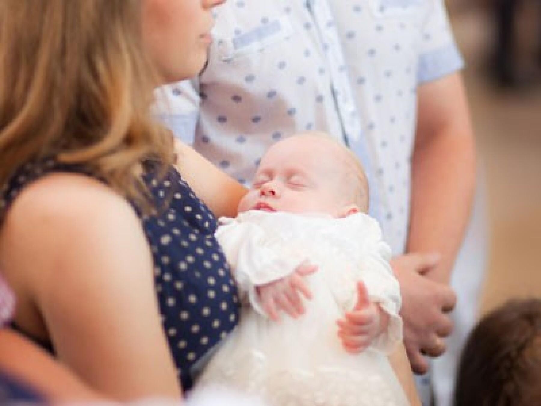 Baptême de bébé: le rôle des parrain, marraine
