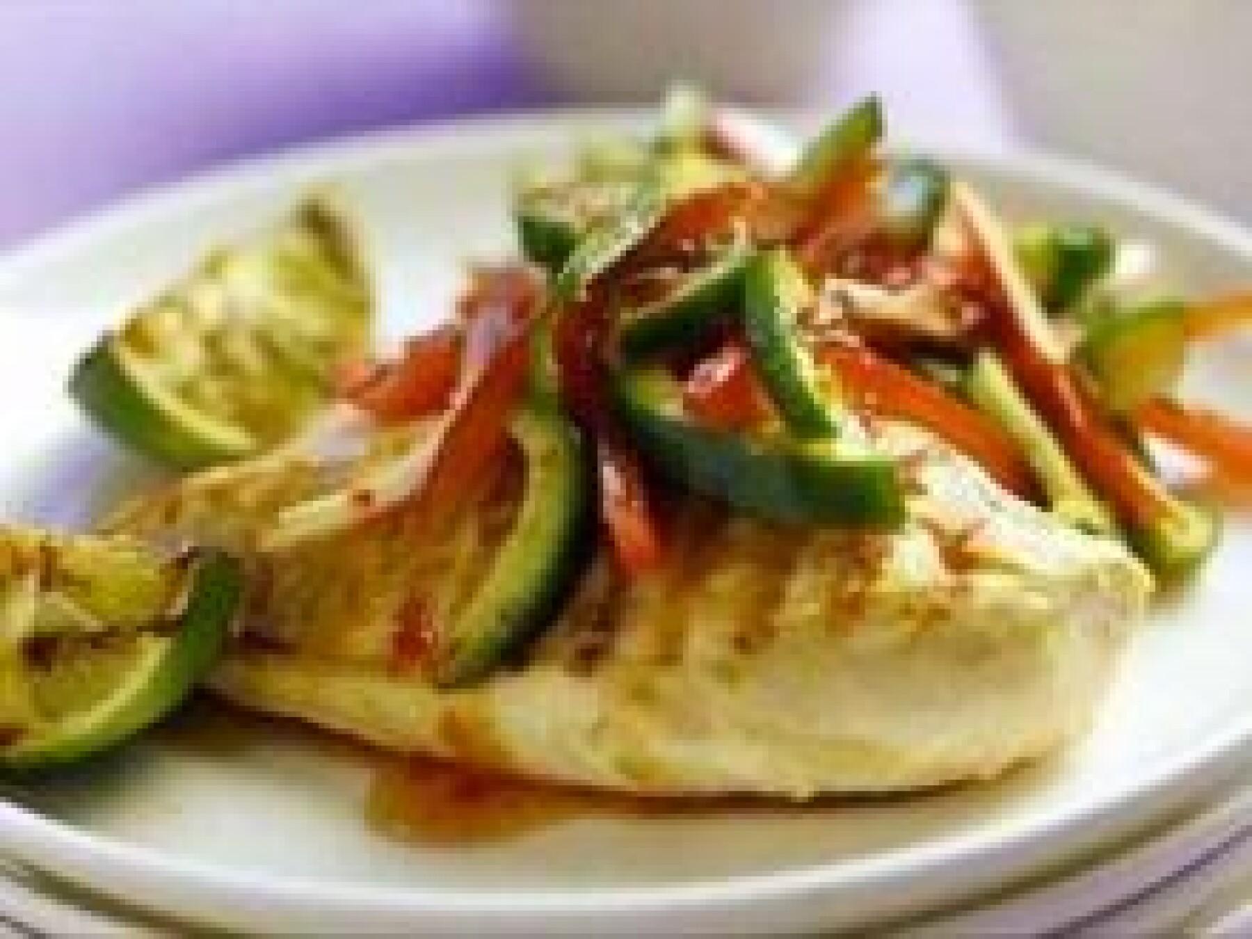 Poulet grillé avec salsa concombre-tomate