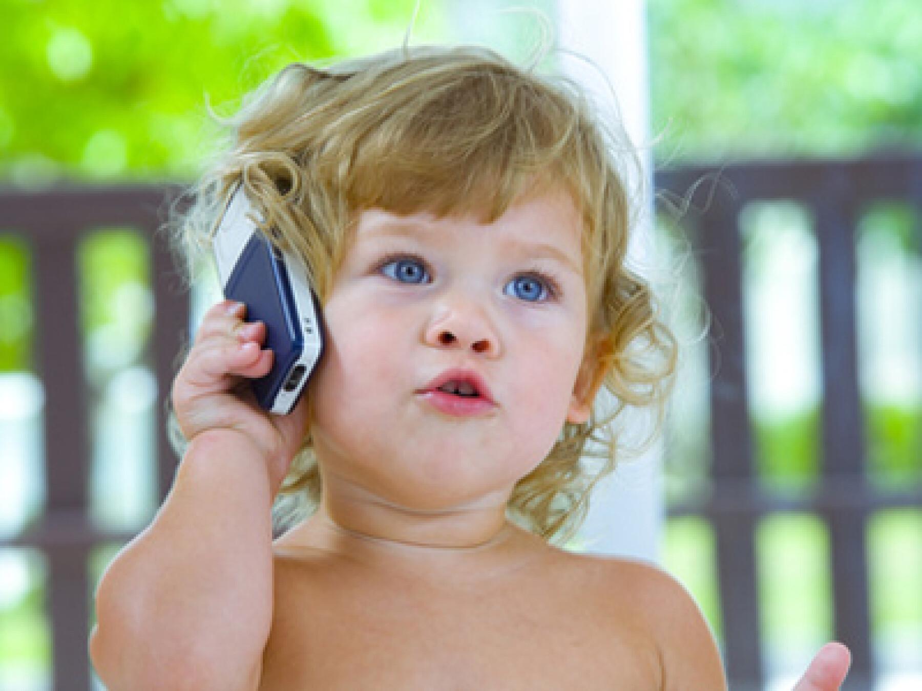 téléphone et bébé
