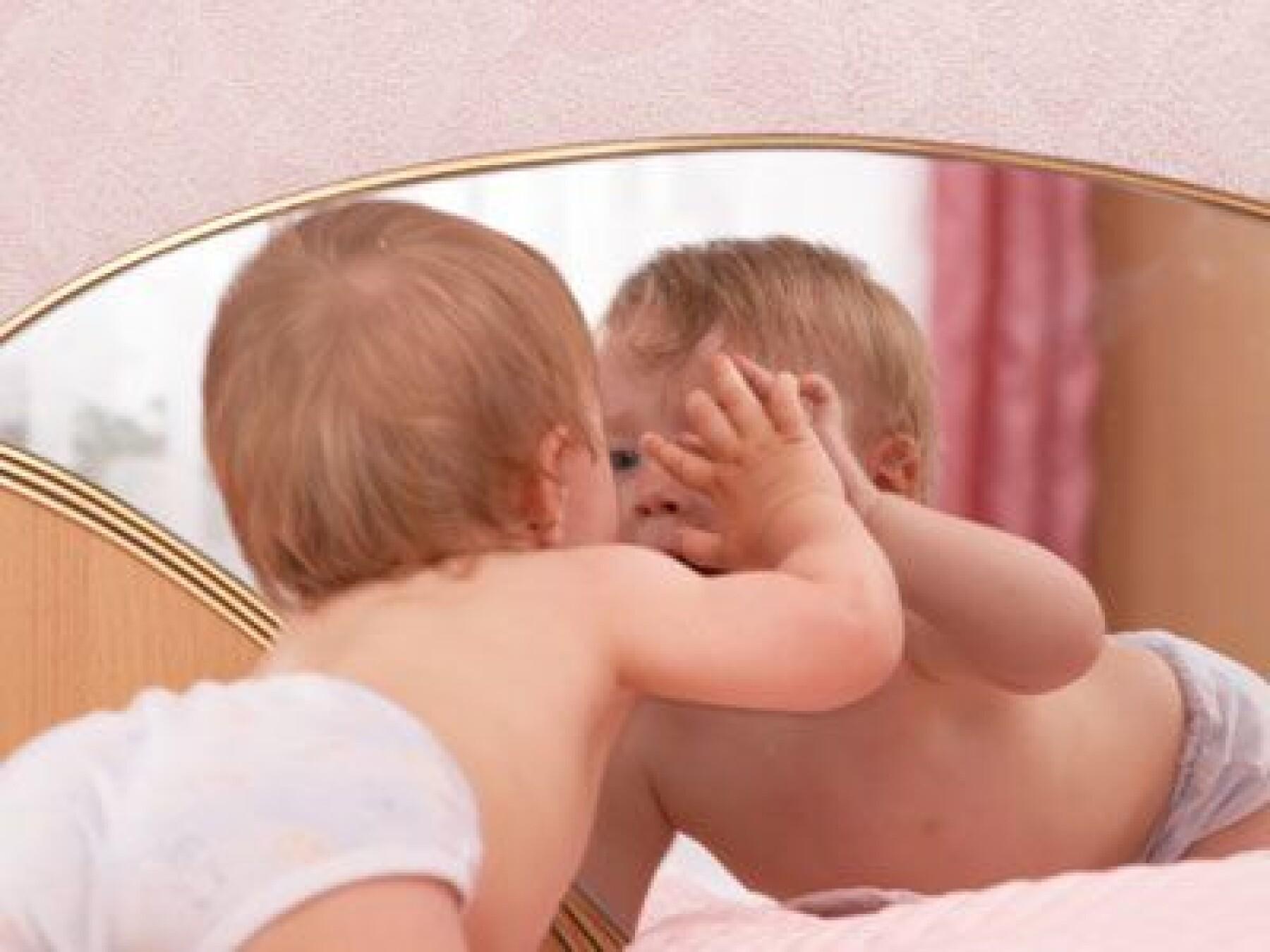 miroir et bébé