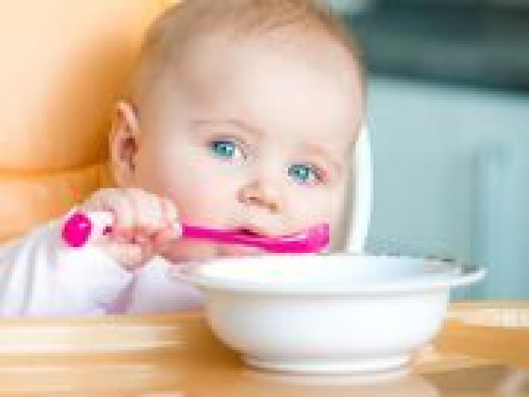 Des fiches-conseils sur l'alimentation de votre bébé chez votre médecin