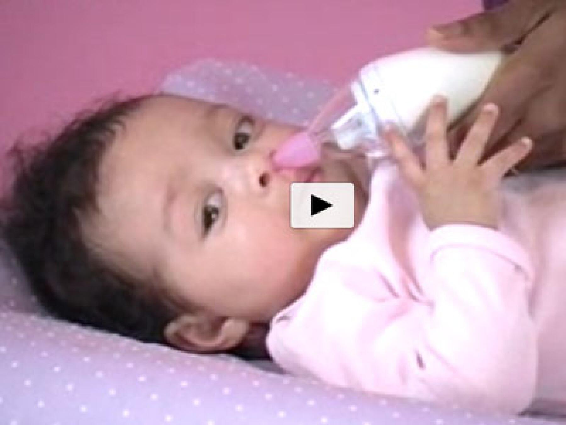 vidéo moucher bébé