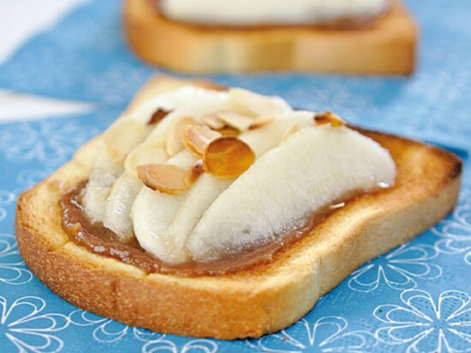 Tartines de poires, crème de marron et amandes
