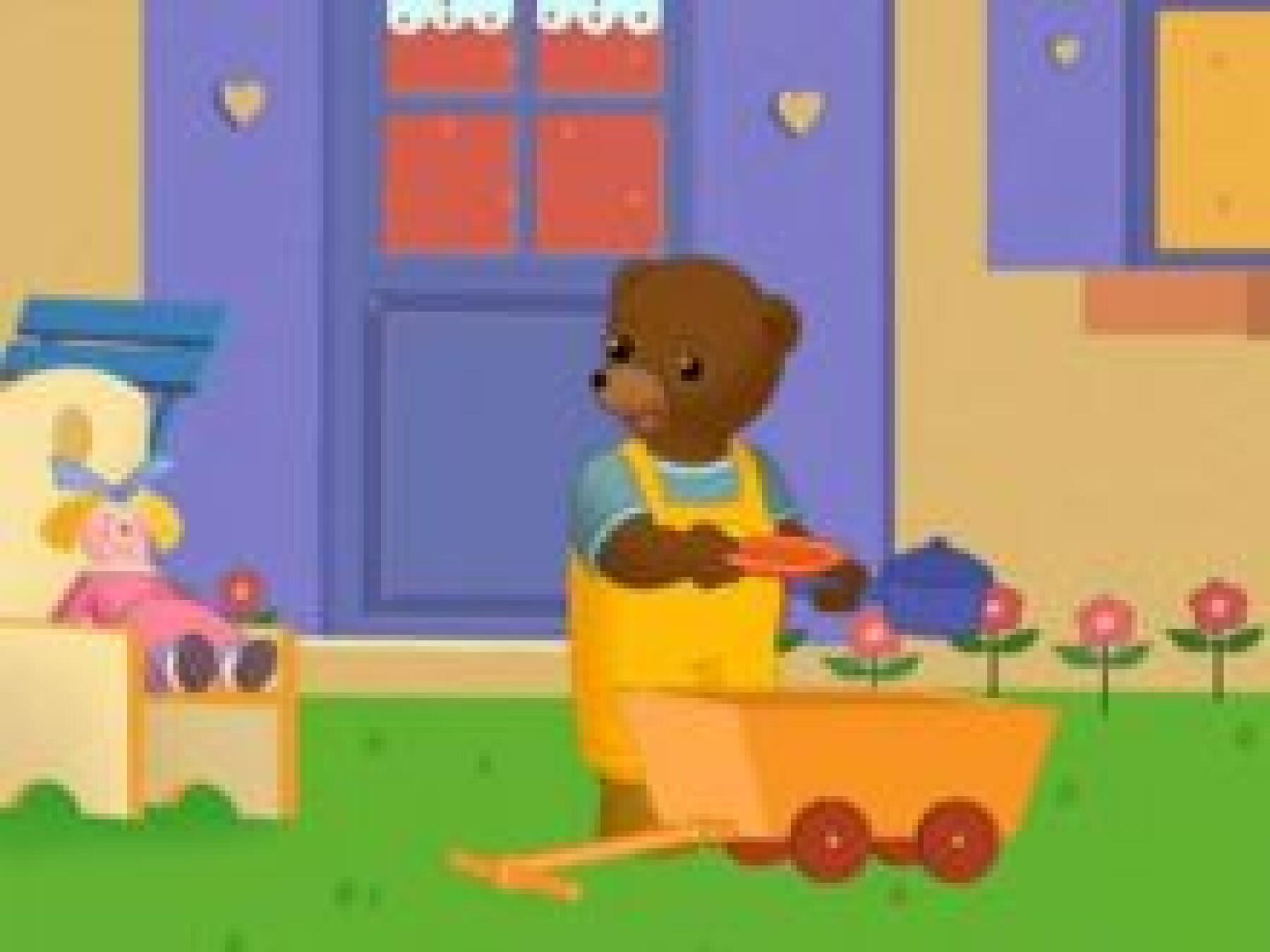 Petit Ours Brun joue à la dînette