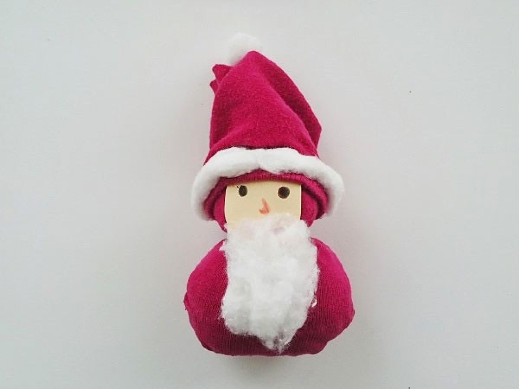 Bricolage : le mini Père Noël avec une chaussette
